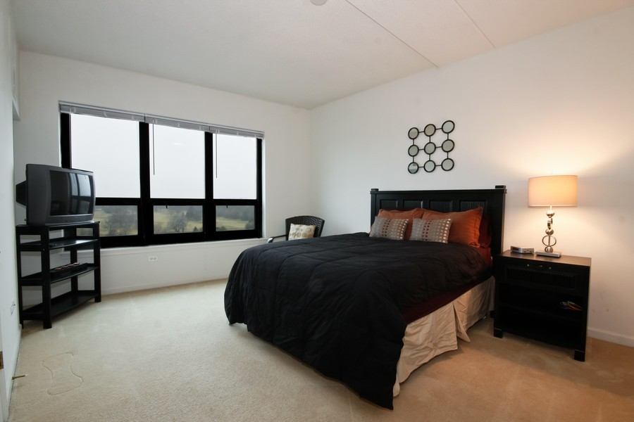 Real Estate Photography - 6420 Double Eagle, 905, Woodridge, IL, 60517 - Master Bedroom