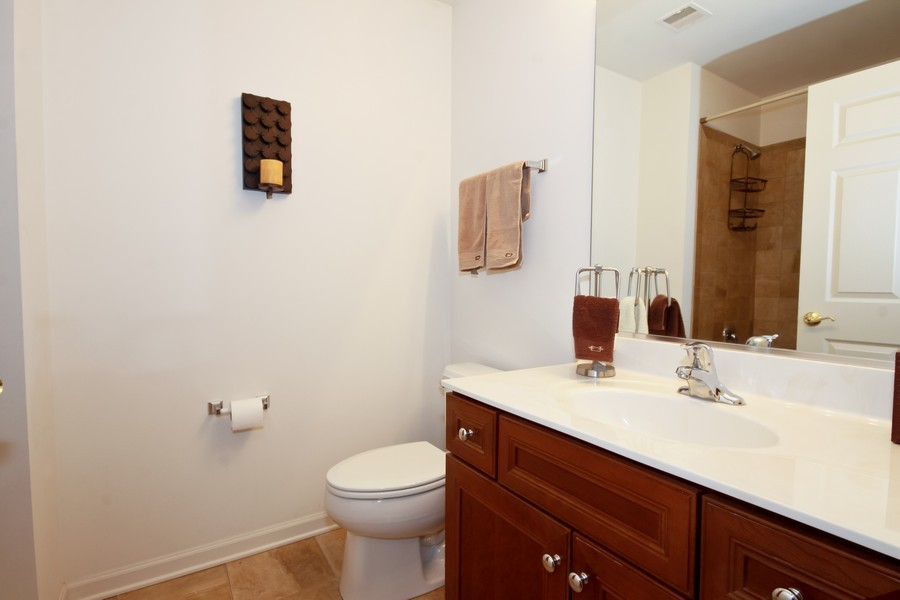 Real Estate Photography - 6420 Double Eagle, 905, Woodridge, IL, 60517 - Bathroom