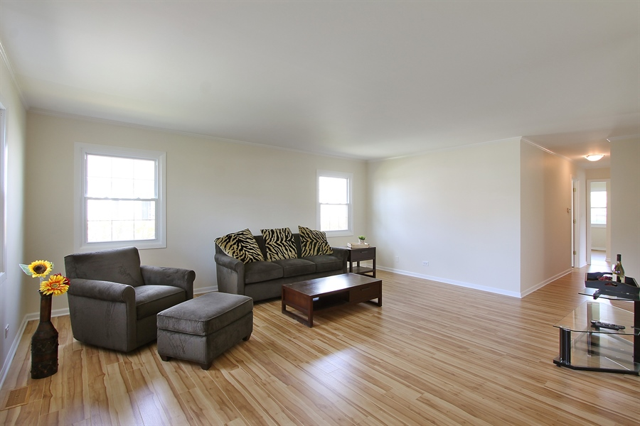 Real Estate Photography - 631 Wyngate Lane, Buffalo Grove, IL, 60089 - Living Room