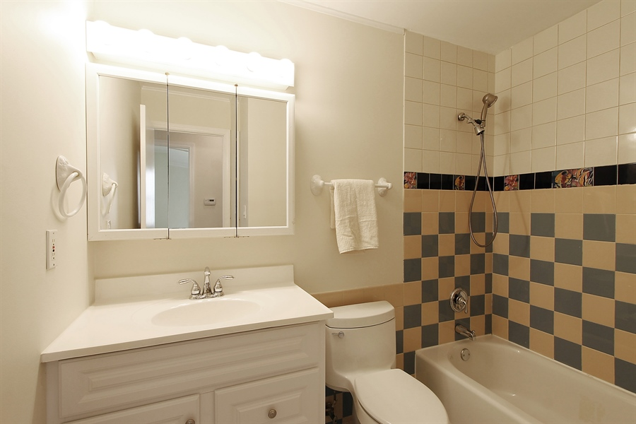 Real Estate Photography - 631 Wyngate Lane, Buffalo Grove, IL, 60089 - 2nd Bathroom