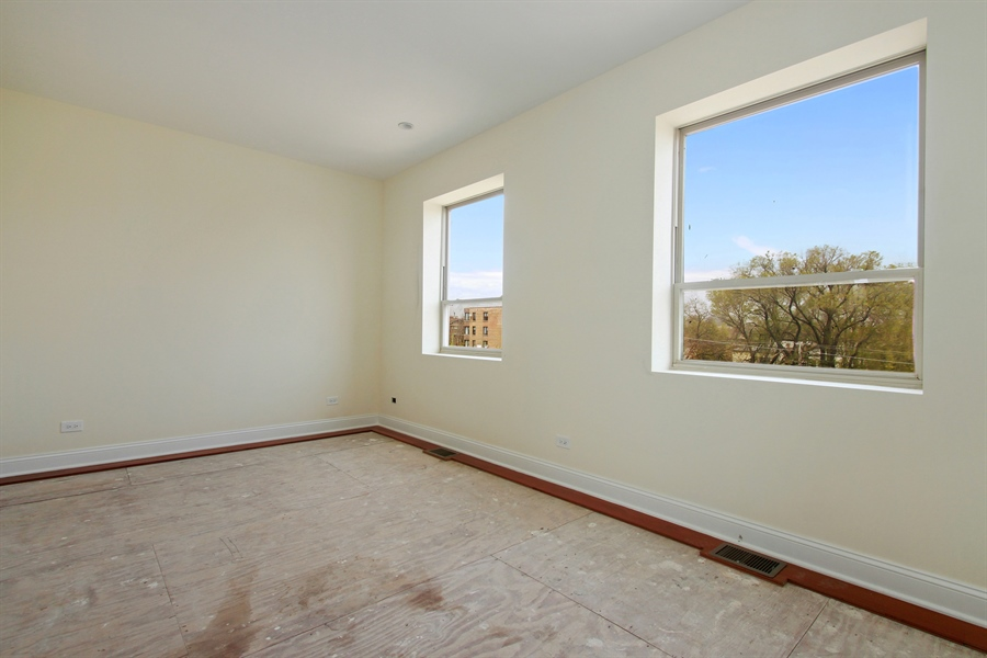Real Estate Photography - 7227 S Exchange, Unit a, Chicago, IL, 60649 - Extra Room