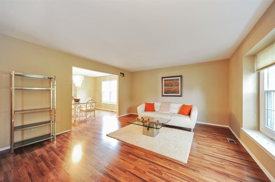 Real Estate Photography - 6 Cobblestone Court, Buffalo Grove, IL, 60089 - Living Room