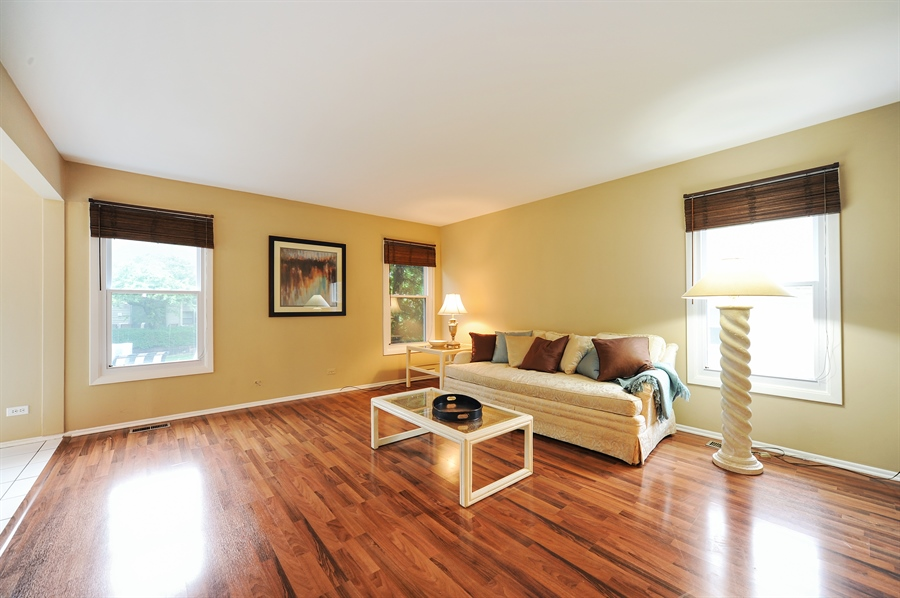 Real Estate Photography - 6 Cobblestone Court, Buffalo Grove, IL, 60089 - Extra Room