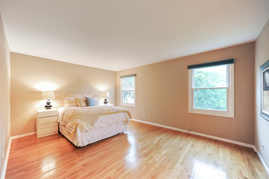 Real Estate Photography - 6 Cobblestone Court, Buffalo Grove, IL, 60089 - Master Bedroom