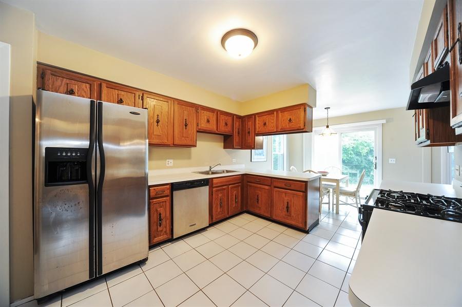 Real Estate Photography - 6 Cobblestone Court, Buffalo Grove, IL, 60089 - Kitchen / Breakfast Room