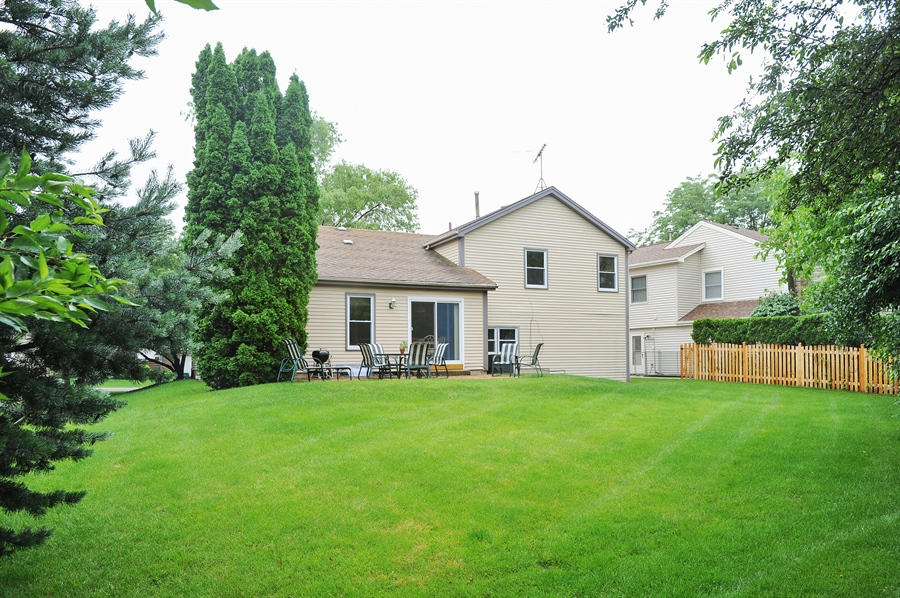 Real Estate Photography - 6 Cobblestone Court, Buffalo Grove, IL, 60089 - Back Yard