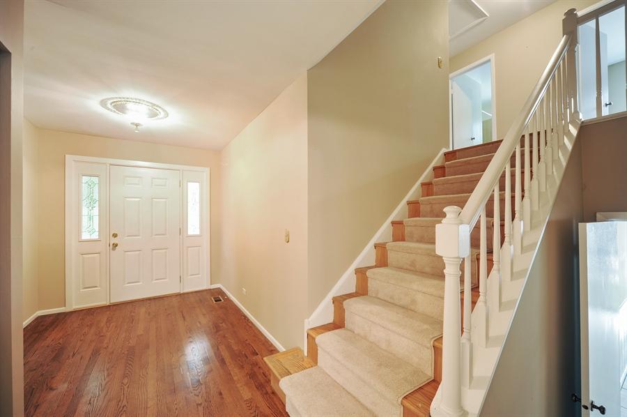 Real Estate Photography - 6 Cobblestone Court, Buffalo Grove, IL, 60089 - Foyer