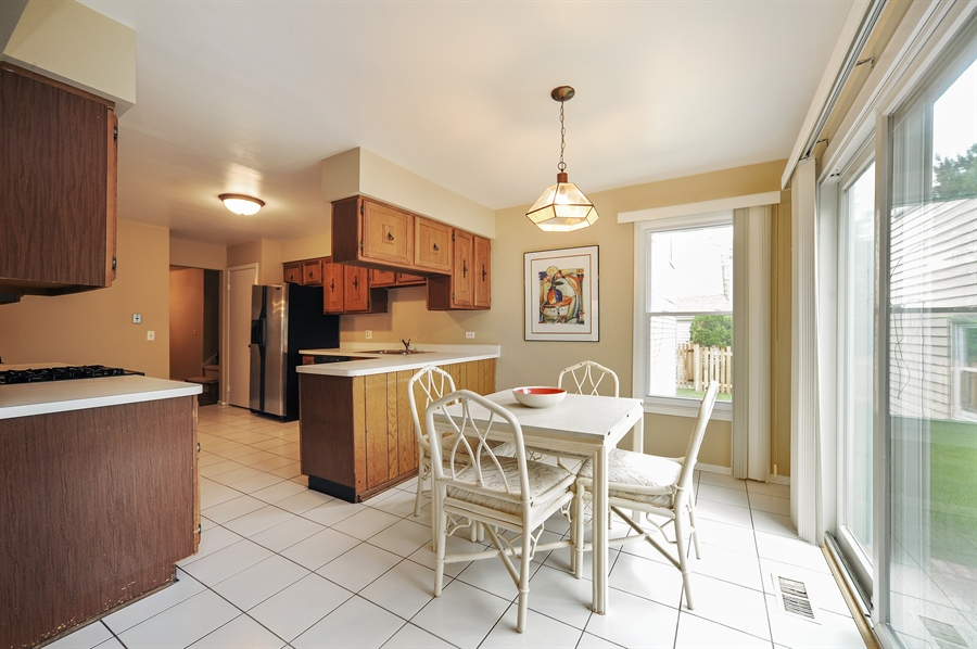 Real Estate Photography - 6 Cobblestone Court, Buffalo Grove, IL, 60089 - Breakfast Area