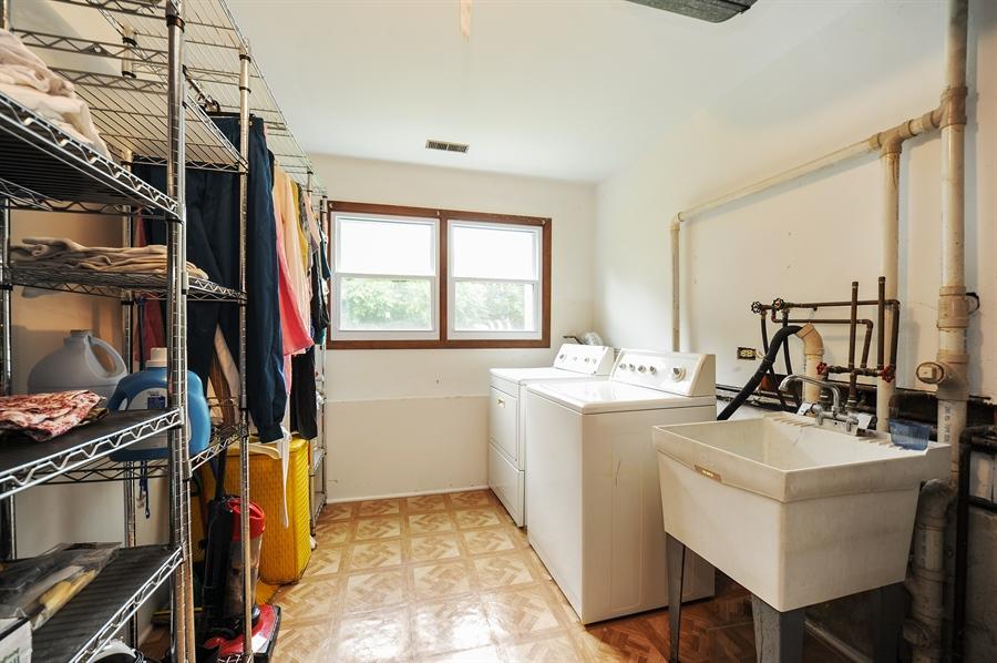 Real Estate Photography - 6 Cobblestone Court, Buffalo Grove, IL, 60089 - Laundry Room