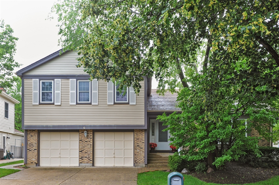 Real Estate Photography - 6 Cobblestone Court, Buffalo Grove, IL, 60089 - Front View