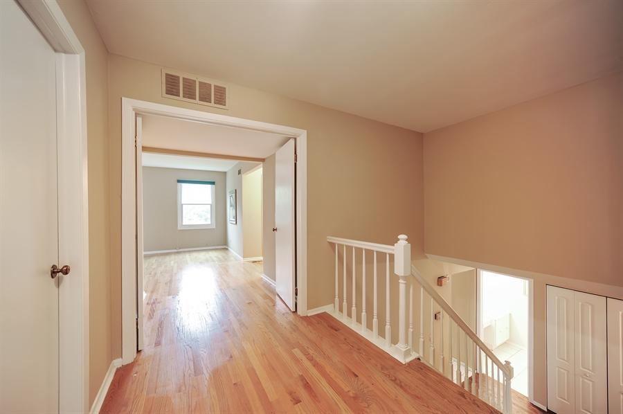 Real Estate Photography - 6 Cobblestone Court, Buffalo Grove, IL, 60089 - Hallway