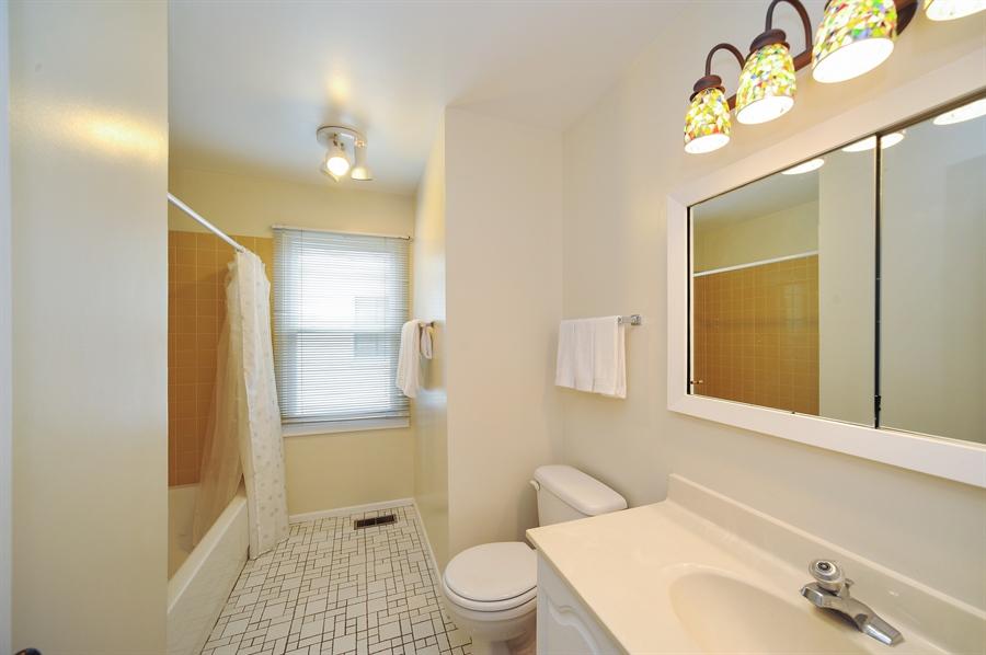 Real Estate Photography - 6 Cobblestone Court, Buffalo Grove, IL, 60089 - Bathroom