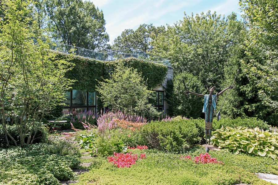 Real Estate Photography - 1780 Happ Rd, Northbrook, IL, 60062 - Side View