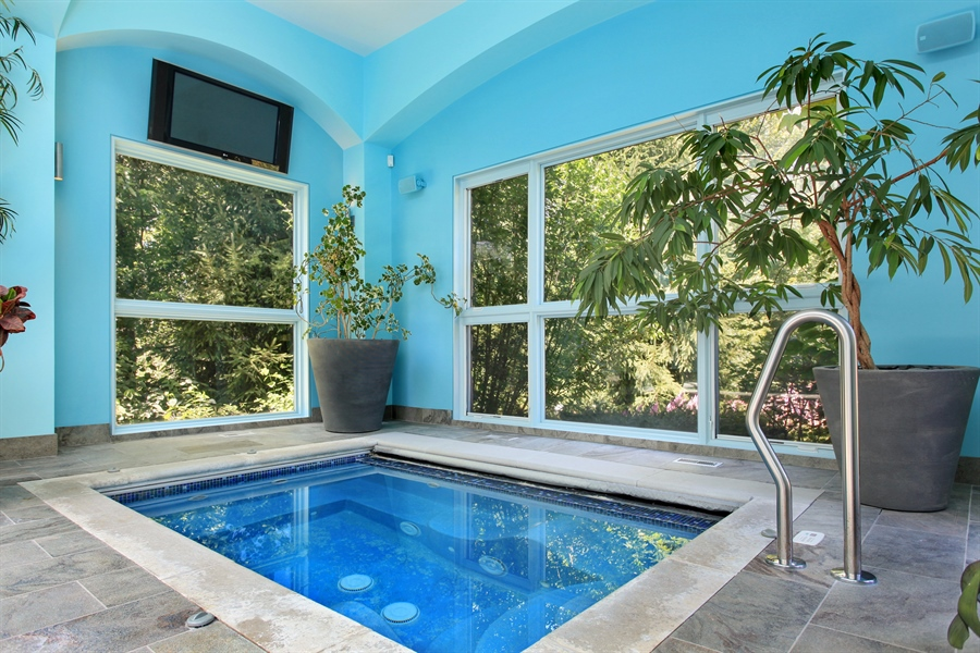 Real Estate Photography - 1780 Happ Rd, Northbrook, IL, 60062 - Hot Tub