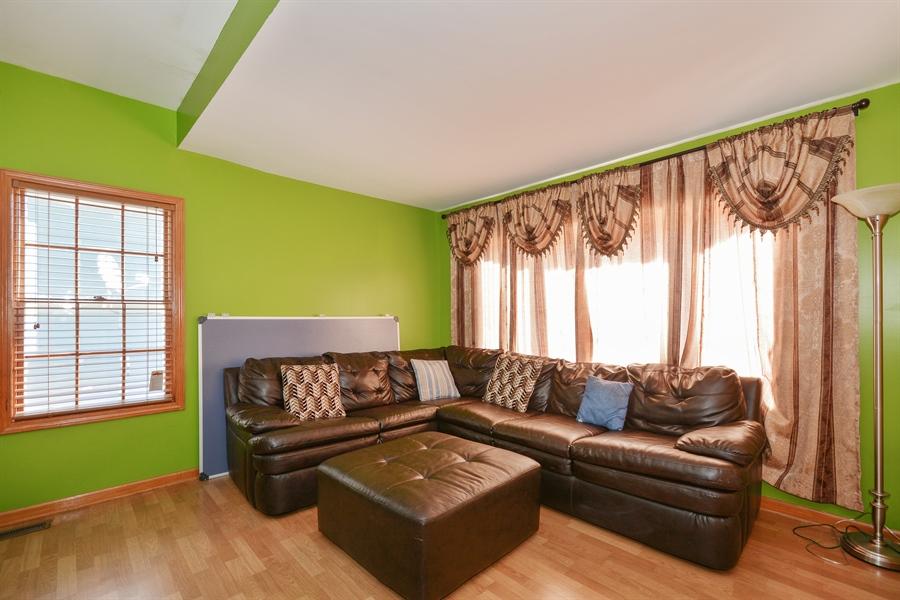 Real Estate Photography - 115 E North Ave, Elmhurst, IL, 60126 - Living Room
