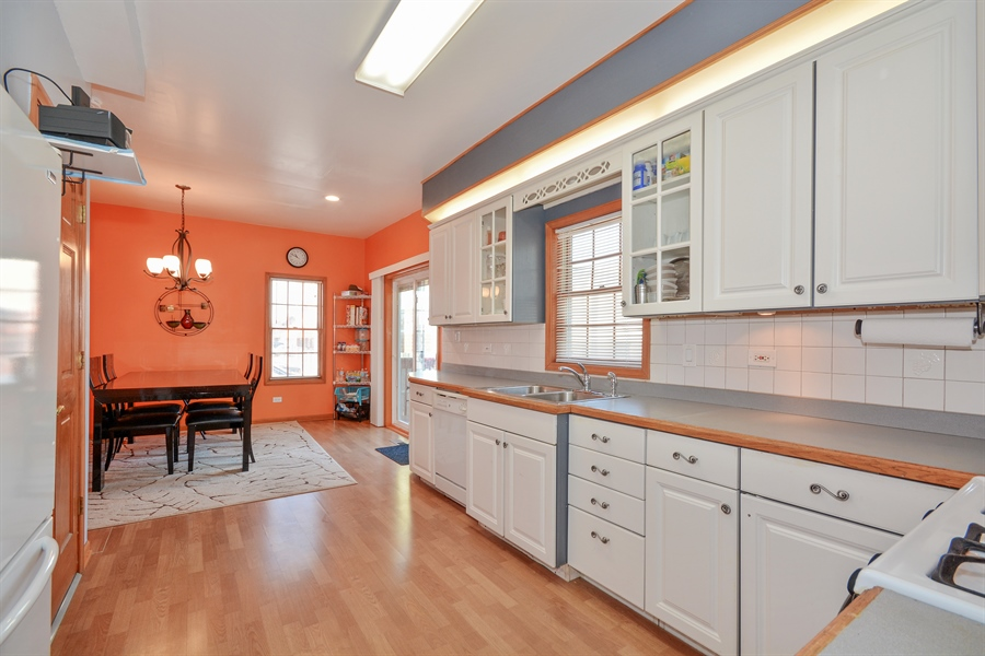 Real Estate Photography - 115 E North Ave, Elmhurst, IL, 60126 - Kitchen / Breakfast Room
