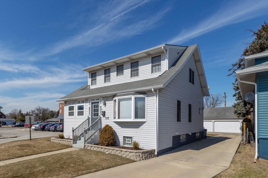 Real Estate Photography - 115 E North Ave, Elmhurst, IL, 60126 - Driveway