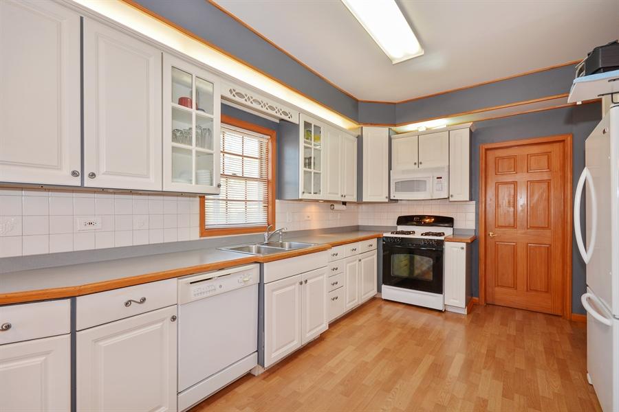 Real Estate Photography - 115 E North Ave, Elmhurst, IL, 60126 - Kitchen