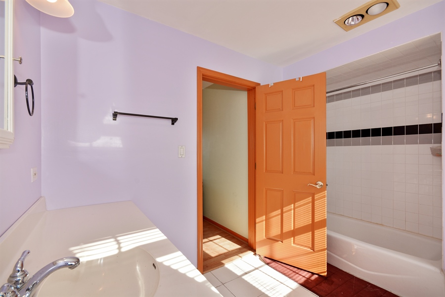 Real Estate Photography - 115 E North Ave, Elmhurst, IL, 60126 - Bathroom