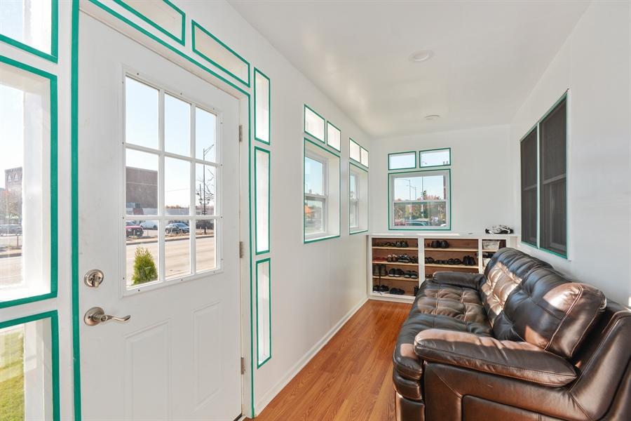 Real Estate Photography - 115 E North Ave, Elmhurst, IL, 60126 - Sun Room