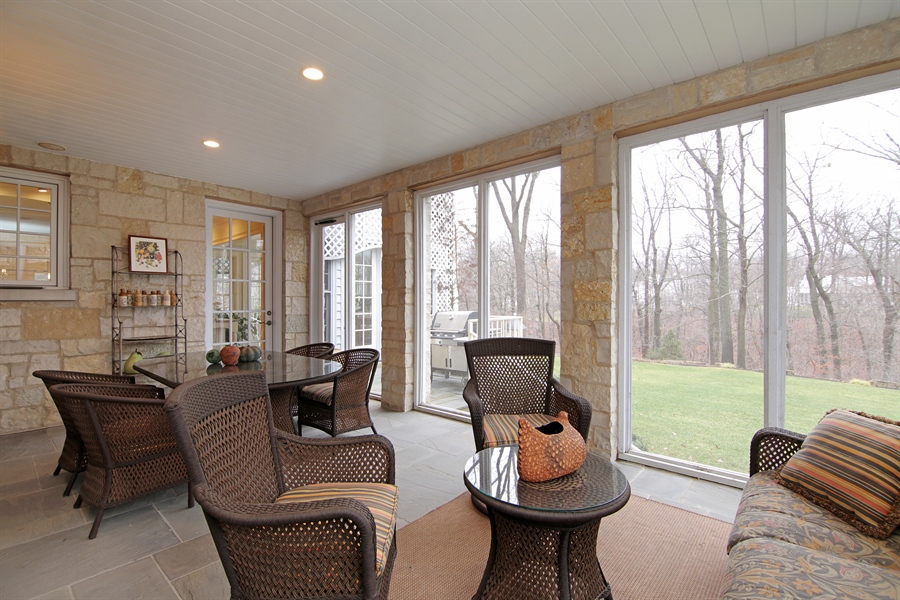 Real Estate Photography - 143 Cary, Highland Park, IL, 60035 - Porch