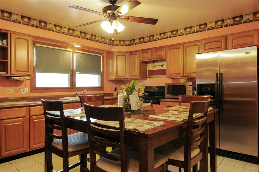Real Estate Photography - 2958 W Vermont Ave., Waukegan, IL, 60087 - Kitchen / Breakfast Room