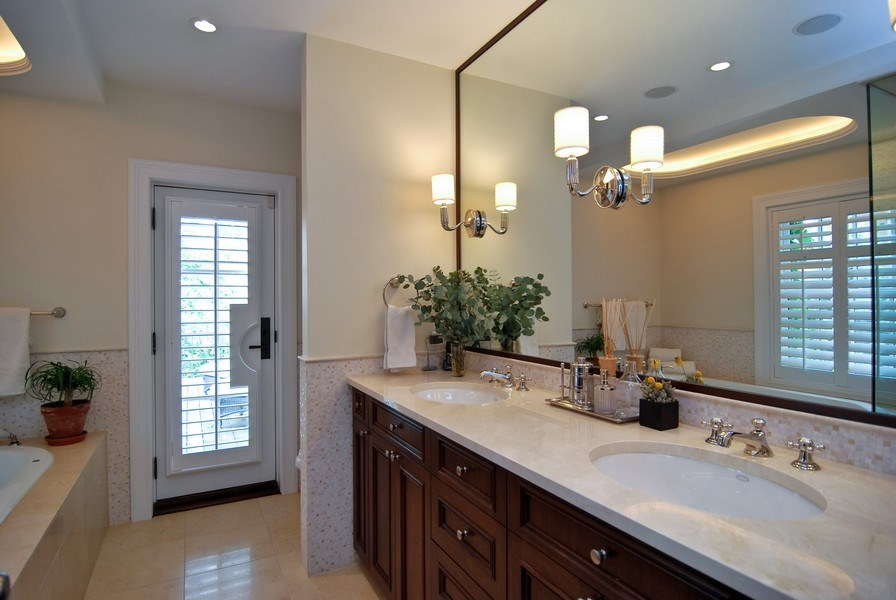 Real Estate Photography - 654 W Hutchinson, Chicago, IL, 60613 - Master Bathroom