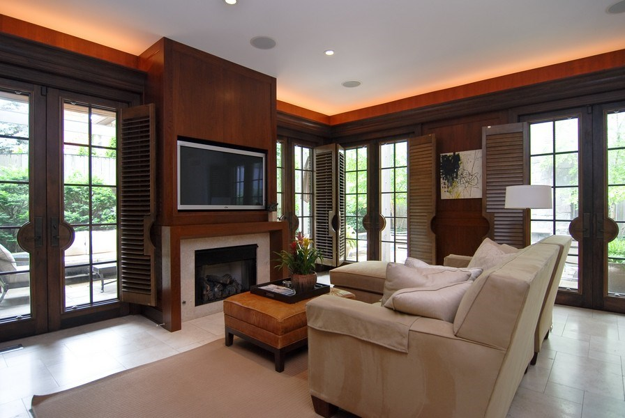 Real Estate Photography - 654 W Hutchinson, Chicago, IL, 60613 - Family Room