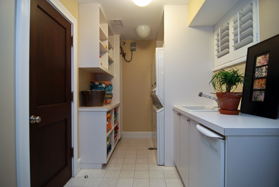 Real Estate Photography - 654 W Hutchinson, Chicago, IL, 60613 - Laundry Room