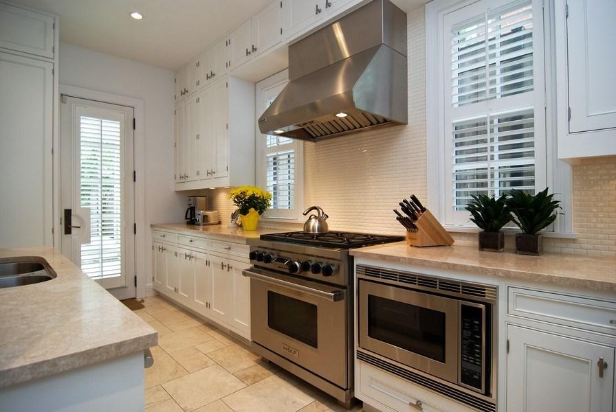 Real Estate Photography - 654 W Hutchinson, Chicago, IL, 60613 - Kitchen