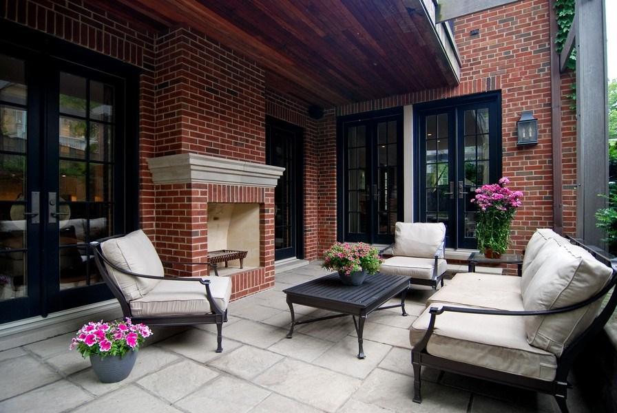 Real Estate Photography - 654 W Hutchinson, Chicago, IL, 60613 - Porch