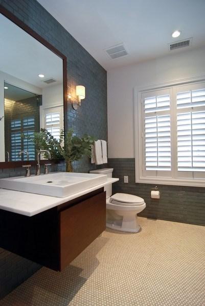 Real Estate Photography - 654 W Hutchinson, Chicago, IL, 60613 - Bathroom