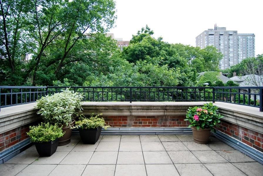 Real Estate Photography - 654 W Hutchinson, Chicago, IL, 60613 - Balcony