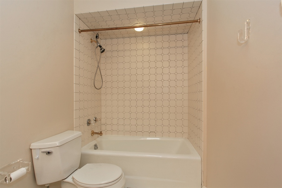 Real Estate Photography - 1885 Keats, Highland Park, IL, 60035 - 2nd Bathroom