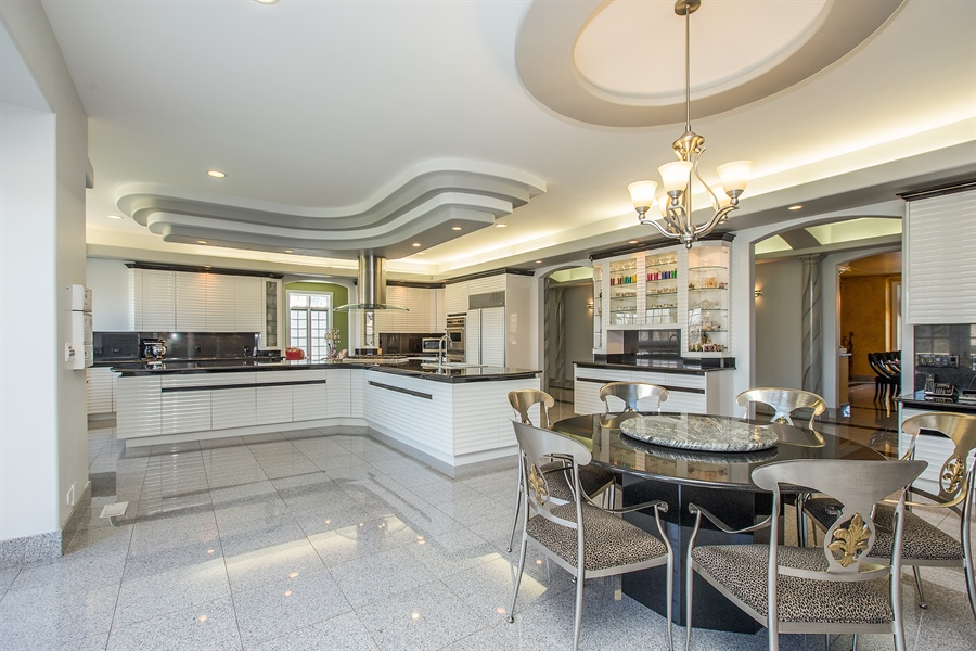 Real Estate Photography - 37 Polo Drive, South Barrington, IL, 60010 - Kitchen / Breakfast Room