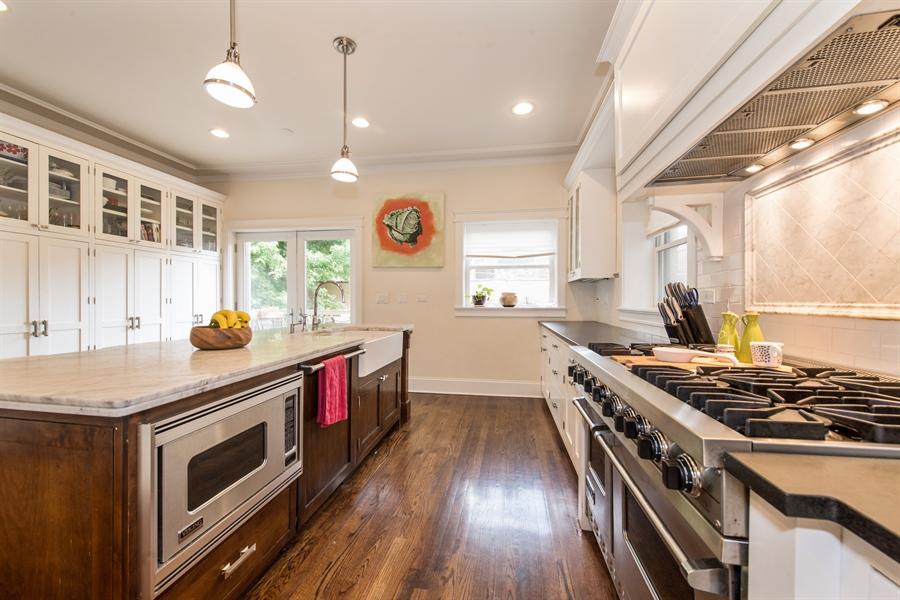 Real Estate Photography - 4722 N Malden St, Chicago, IL, 60640 - Kitchen