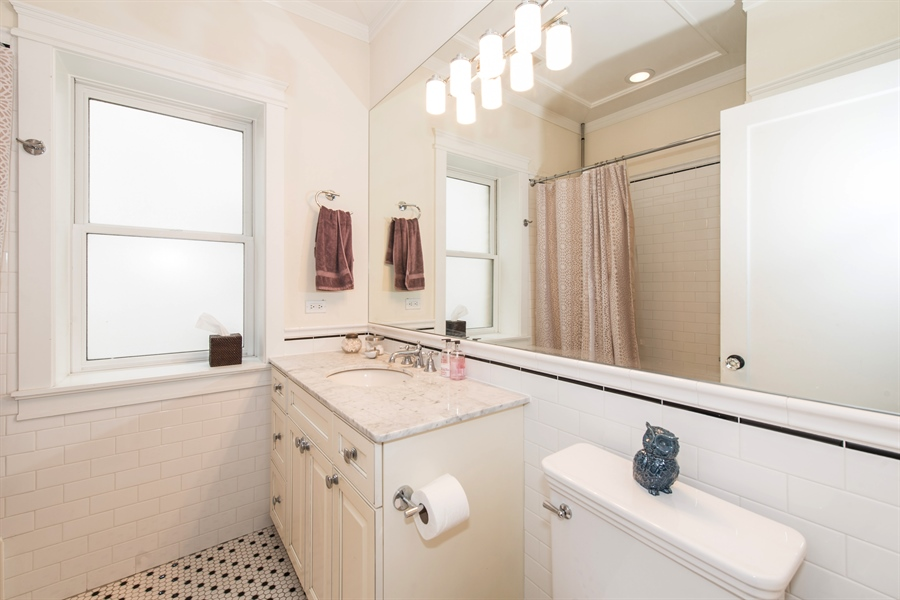 Real Estate Photography - 4722 N Malden St, Chicago, IL, 60640 - Bathroom