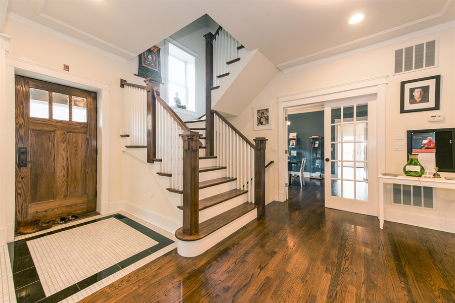 Real Estate Photography - 4722 N Malden St, Chicago, IL, 60640 - Entryway