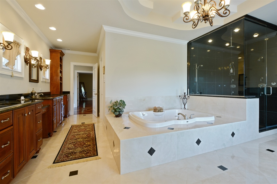 Real Estate Photography - 4 Cutters Run, South Barrington, IL, 60010 - Master Bathroom