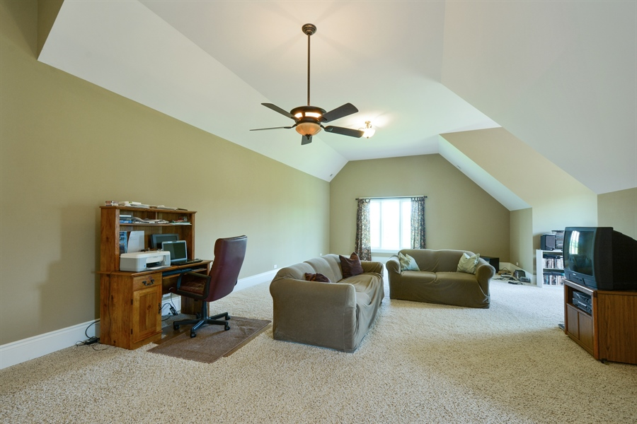 Real Estate Photography - 4 Cutters Run, South Barrington, IL, 60010 - Bonus Room