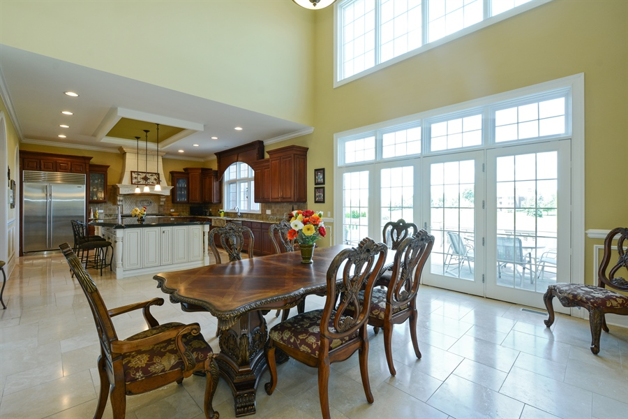 Real Estate Photography - 4 Cutters Run, South Barrington, IL, 60010 - Kitchen / Breakfast Room