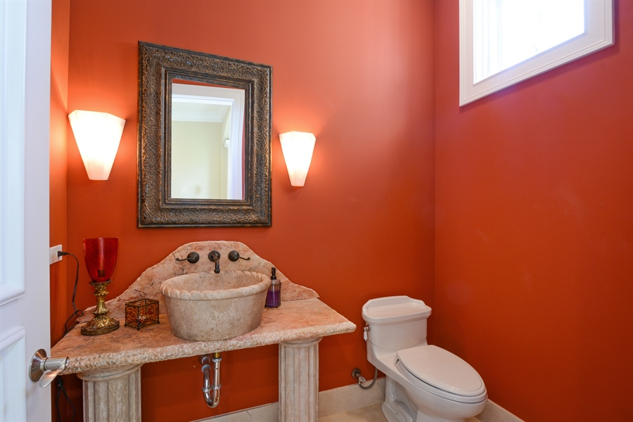 Real Estate Photography - 4 Cutters Run, South Barrington, IL, 60010 - Powder Room