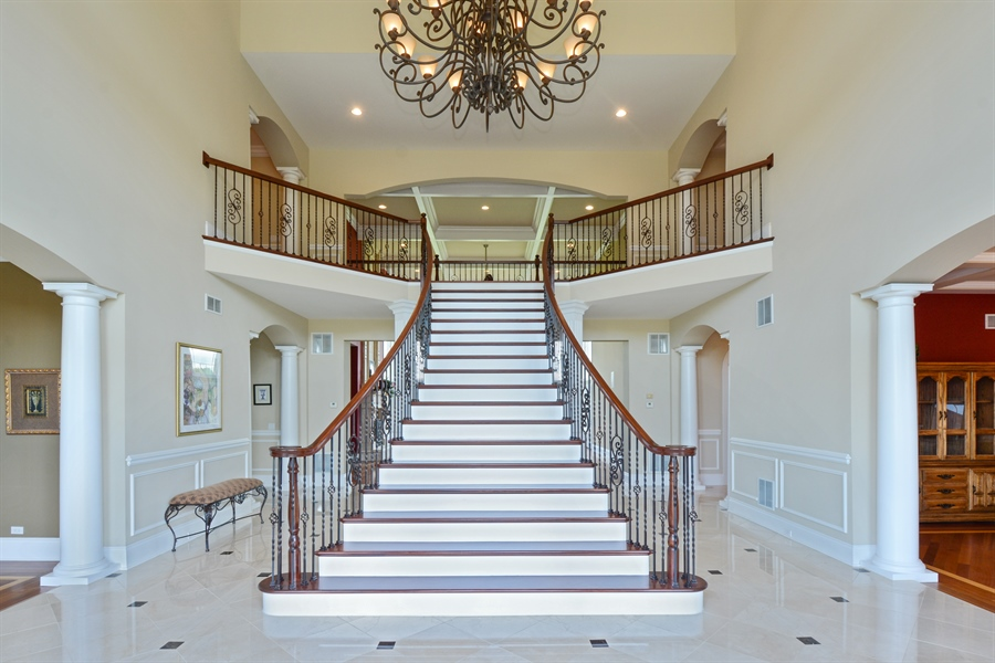 Real Estate Photography - 4 Cutters Run, South Barrington, IL, 60010 - Foyer