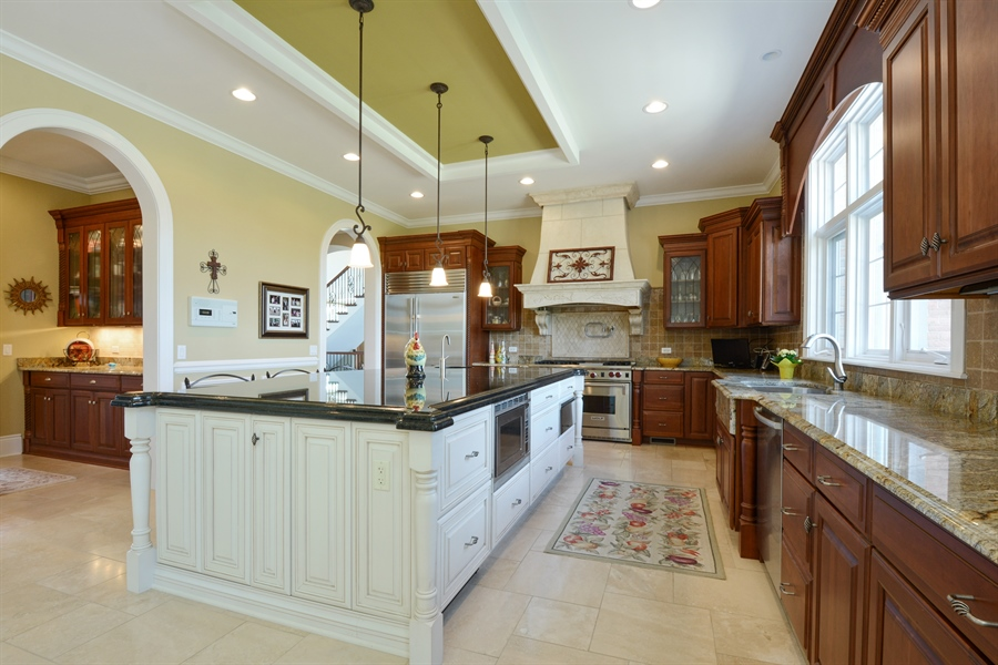 Real Estate Photography - 4 Cutters Run, South Barrington, IL, 60010 - Kitchen