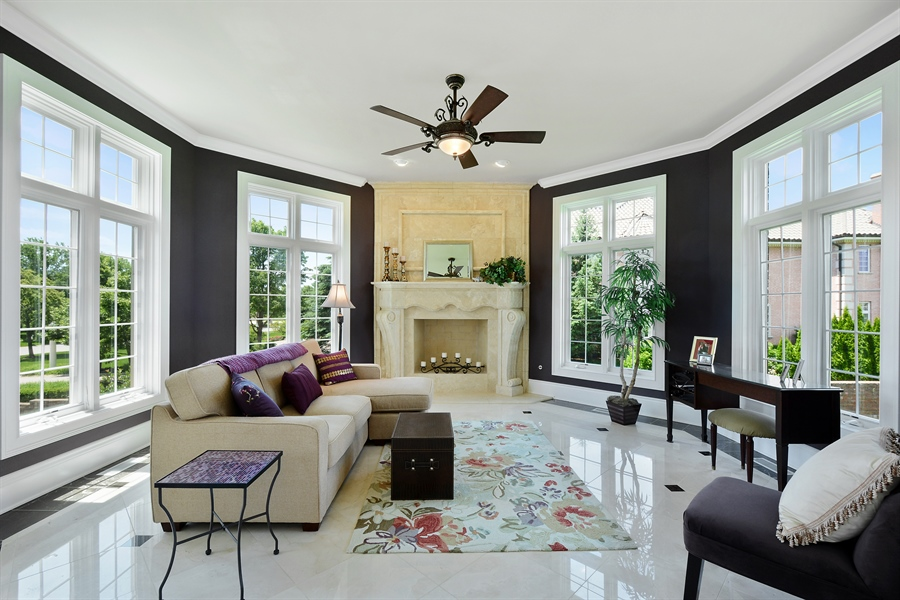 Real Estate Photography - 4 Cutters Run, South Barrington, IL, 60010 - Sun Room
