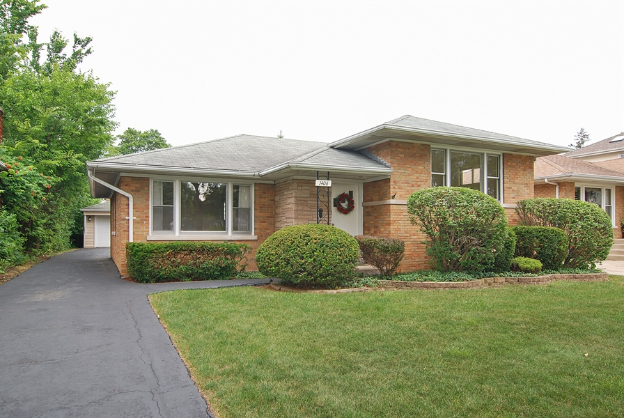 la grange park singles & personals 53 single family homes for sale in la grange park il view pictures of homes, review sales history, and use our detailed filters to find the perfect place.
