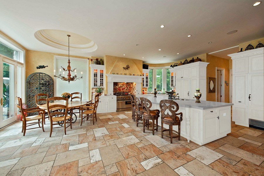 Real Estate Photography - 1215 Whitebridge Hill Ln, Winnetka, IL, 60093 - Kitchen / Breakfast Room