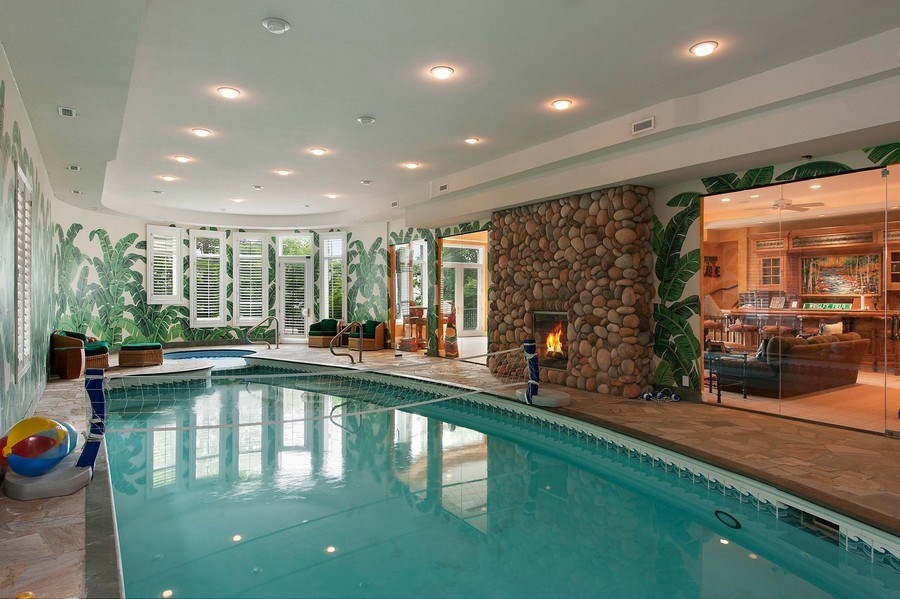 Real Estate Photography - 1215 Whitebridge Hill Ln, Winnetka, IL, 60093 - Indoor Pool