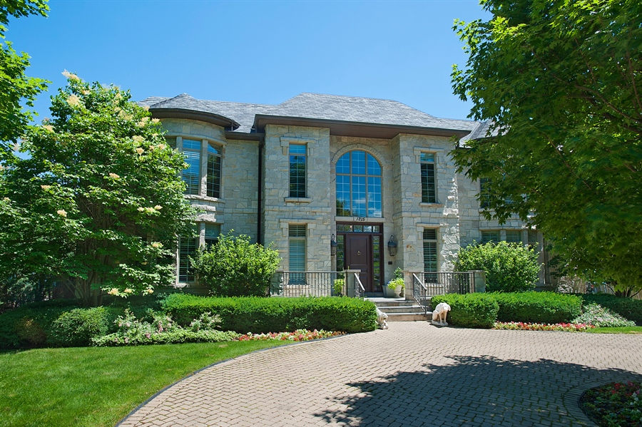 Real Estate Photography - 1215 Whitebridge Hill Ln, Winnetka, IL, 60093 - Front View