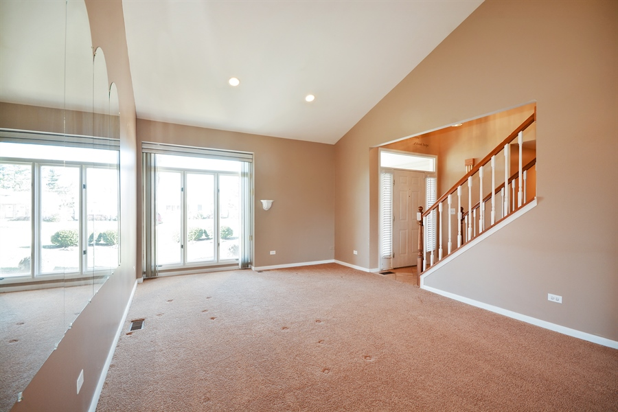 Real Estate Photography - 1N287 Papworth St, Carol Stream, IL, 60188 - Living Room